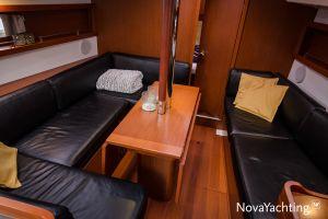 Beneteau Oceanis 34 3-cabin Photo 5
