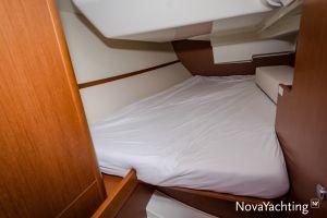 Beneteau Oceanis 34 3-cabin Photo 8