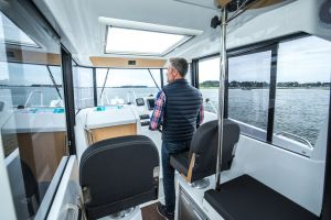 Beneteau Barracuda 7 Outboard Photo 10