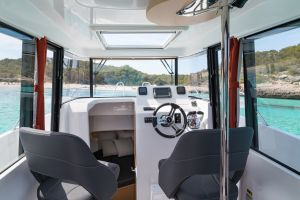 Beneteau Barracuda 8 Outboard Photo 13