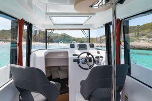 Beneteau Barracuda 8 Outboard Photo 13