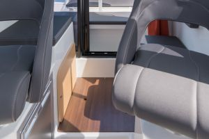 Beneteau Barracuda 8 Outboard Photo 10