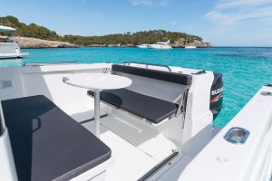 Beneteau Barracuda 8 Outboard Photo 9
