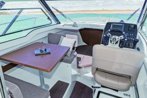 Beneteau Antares 7 Outboard Photo 4
