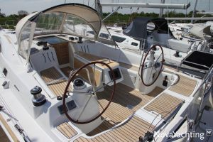 Beneteau Oceanis 43 3-cabin Photo 5