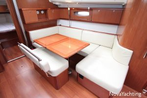 Beneteau Oceanis 43 3-cabin Photo 35