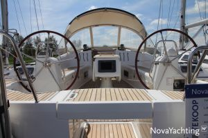 Beneteau Oceanis 43 3-cabin Photo 2