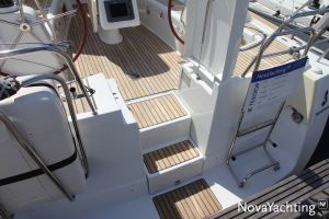 Beneteau Oceanis 43 3-cabin Photo 3