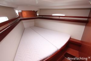 Beneteau Oceanis 43 3-cabin Photo 29