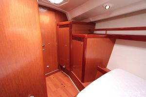 Beneteau Oceanis 43 3-cabin Photo 30