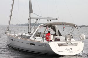 Beneteau Oceanis 41 Photo 2
