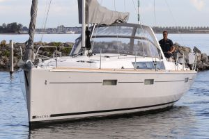 Beneteau Oceanis 45 Photo 14