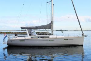 Beneteau Oceanis 45 Photo 10