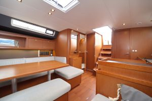 Beneteau Oceanis 45 Photo 9