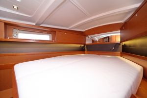 Beneteau Oceanis 45 Photo 33