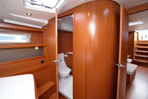 Beneteau Oceanis 45 Photo 37