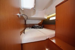 Beneteau Oceanis 45 Photo 13