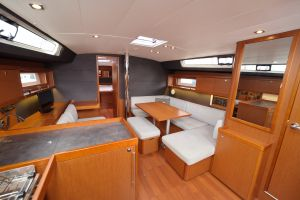 Beneteau Oceanis 45 Photo 17