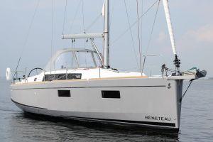 Beneteau Oceanis 38.1 Photo 2