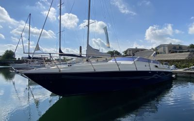 Profil Marine Yachts Cherokee 35, Motoryacht  for sale by Roompot Yacht Brokers
