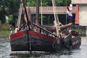 Varend Woonschip 19.99 ' Museale Biesbosch Aak, Varend woonschip  for sale by Scheepsmakelaardij Scheepszaken