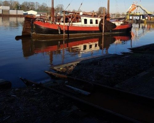 , Flat and round bottom  for sale by Scheepsmakelaardij Scheepszaken