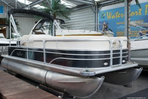 Sunchaser 7520 Traverse CR DeLuxe Pontoonboot *DEMO*, Multihull motorboot  for sale by Watersport Paradise
